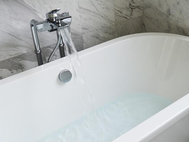 bathtub-890227_640 from Pixabay.com